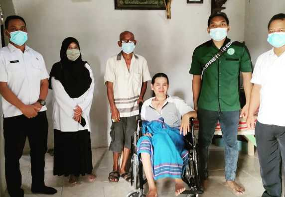 Penyerahan Bantuan Kursi Roda dari Yayasan Cinta Dhuafa Kendal